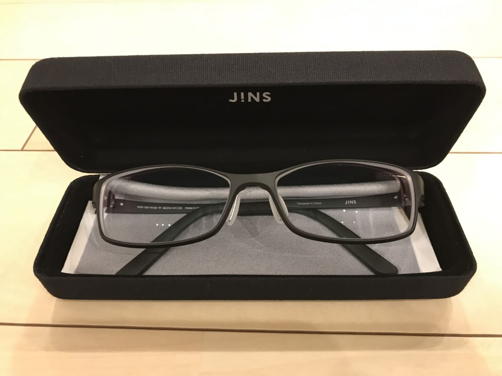 JINSのAirframeの正面写真