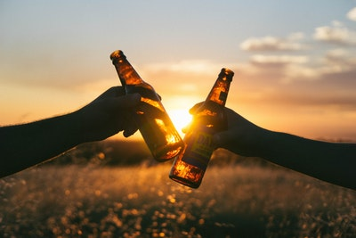 飲み会が嫌なら悩まず欠席。浮いた時間とお金で自己投資しよう