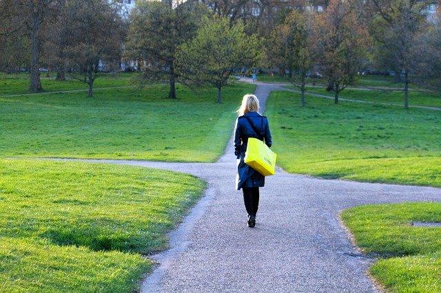 移動時間は無駄。意識と行動を変えれば人生が変わる