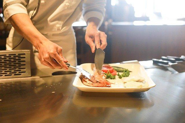 自宅で料理を学べる。オンライン料理教室が最高