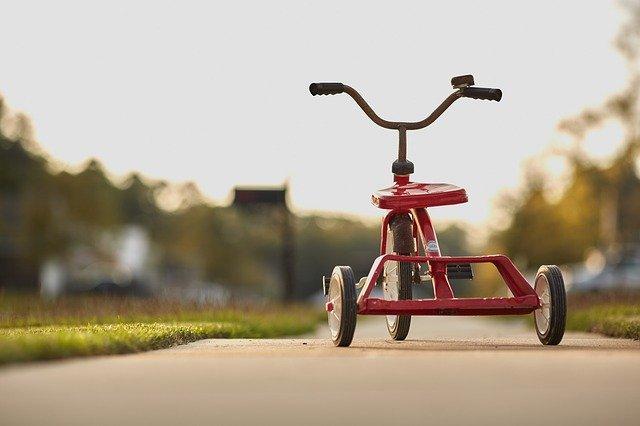 三輪車とストライダーの違い
