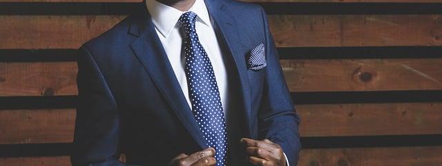 特徴①:英語でビジネスを学べる